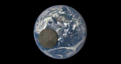 moon photbomb